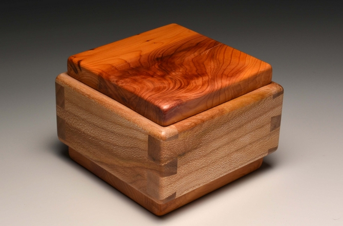 A unique trinket or keepsake box made from Elm and Yew SB004