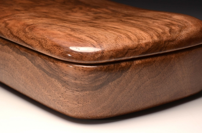 A solid Walnut trinket box No.0143