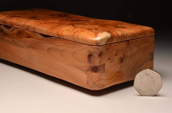 Handcrafted trinket box from Yew No 0091