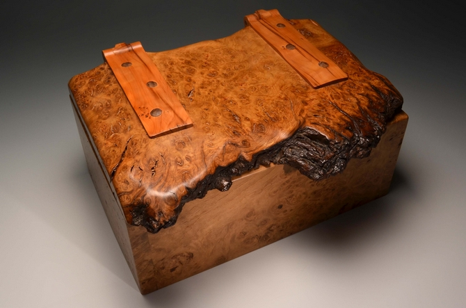 A jewellery box made exclusively from burr Oak - No. 211/003